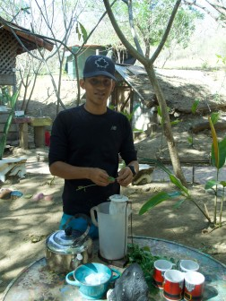 Sergio, our volunteer tour guide making us a lovely tea from Moringa, Lemon Balm and Guanabana